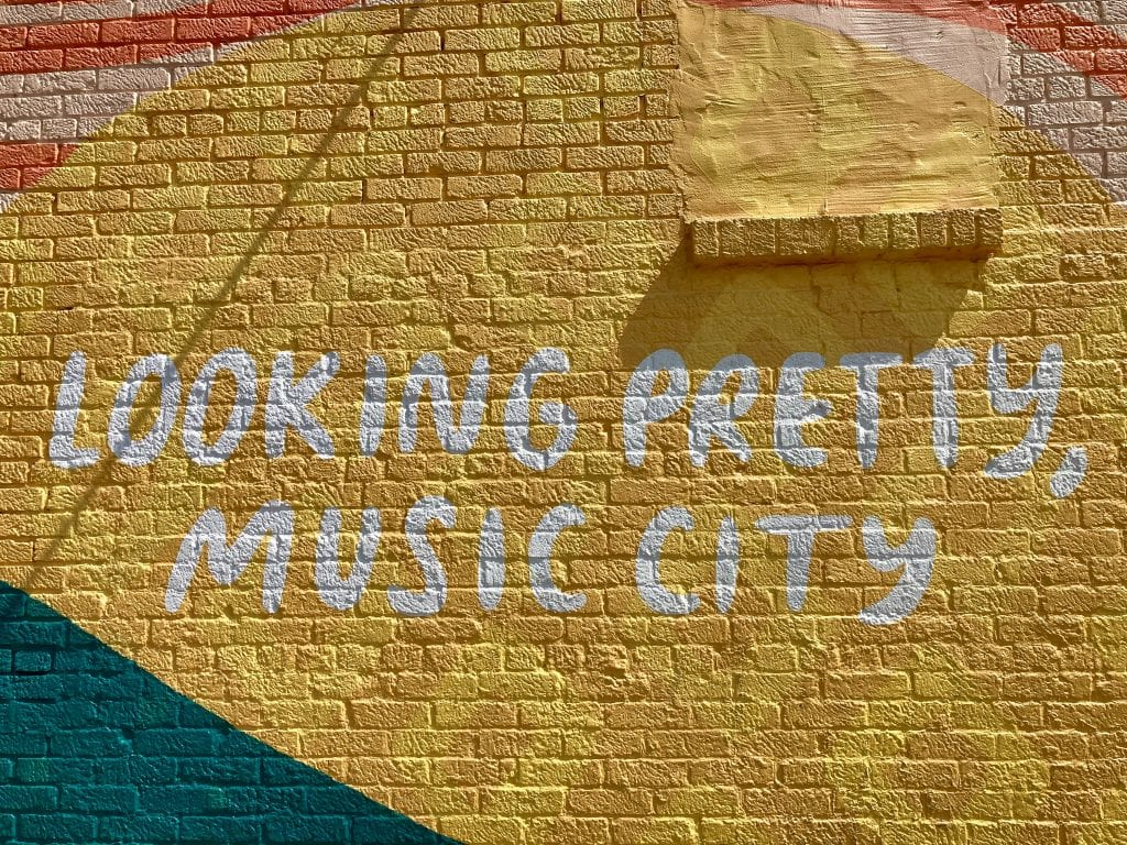 'Looking pretty, music city' mural in the 12 South neighbourhood, Nashville